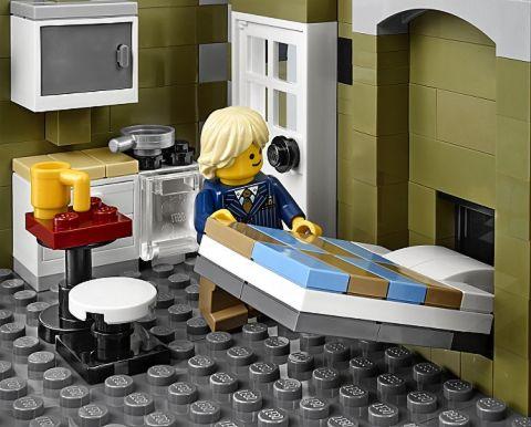 #10243 LEGO Parisian Restaurant Apartment Bed