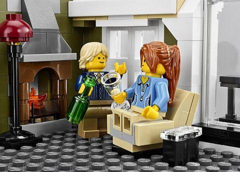 #10243 LEGO Parisian Restaurant Apartment Details