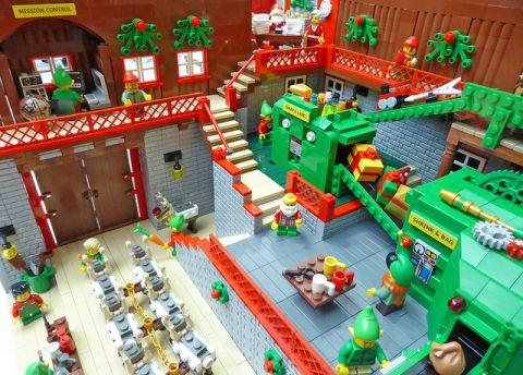 LEGO Santa's Workshop Details