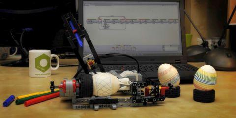 LEGO Mindstorms Easter Egg Decorator