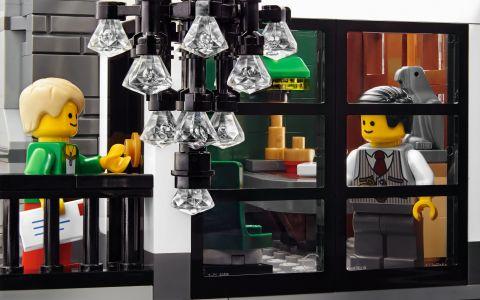#10251 LEGO Creator Brick Bank 2