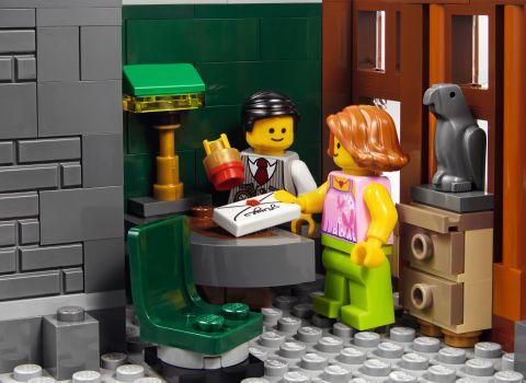#10251 LEGO Creator Brick Bank 4