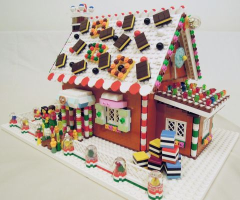 LEGO Gingerbread House by registeredotter