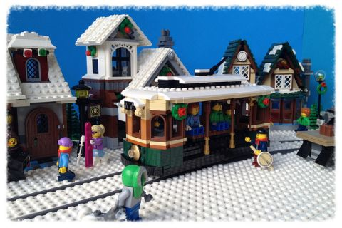 LEGO Winter Village Tram by Miro 10