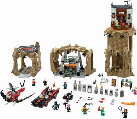 #76052 LEGO Batcave Details