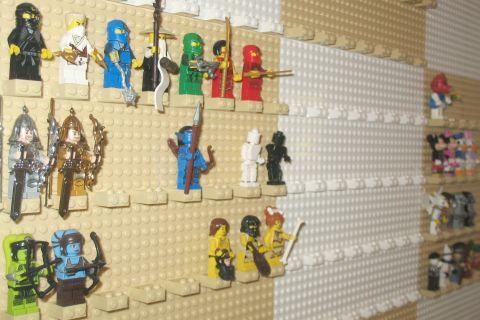 lego-minifigure-wall-2