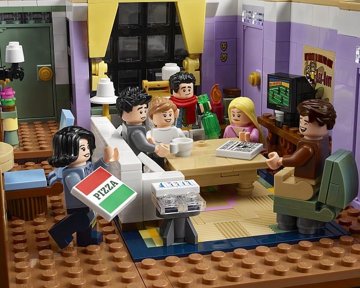 10292 LEGO Friends Apartments 5