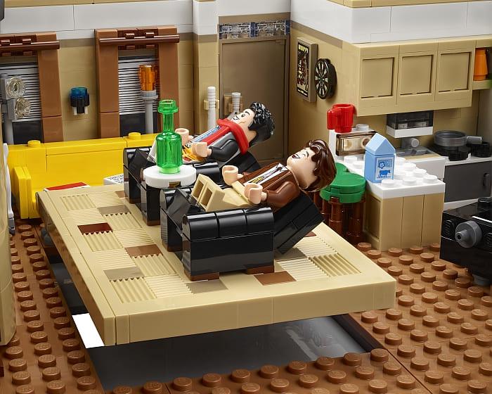 10292 LEGO Friends Apartments 6