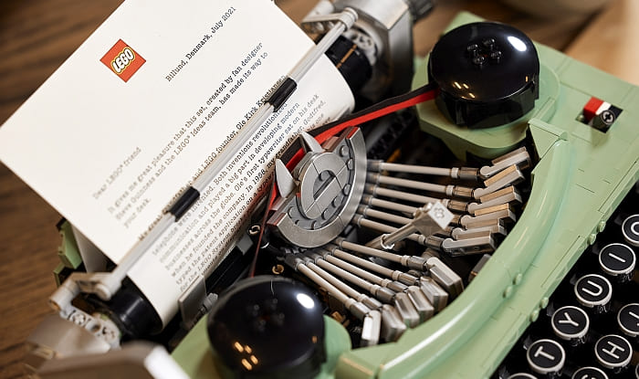 21327 LEGO Typewriter 10