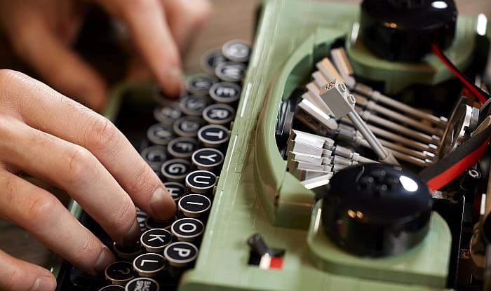 21327 LEGO Typewriter 15