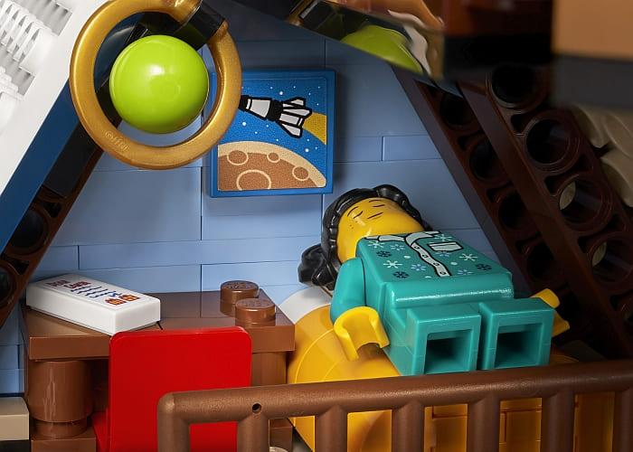 10293 LEGO Winter Village 7