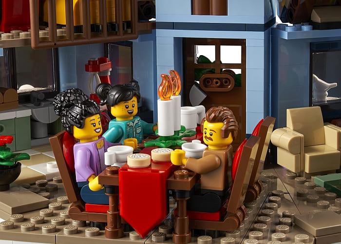 10293 LEGO Winter Village 8